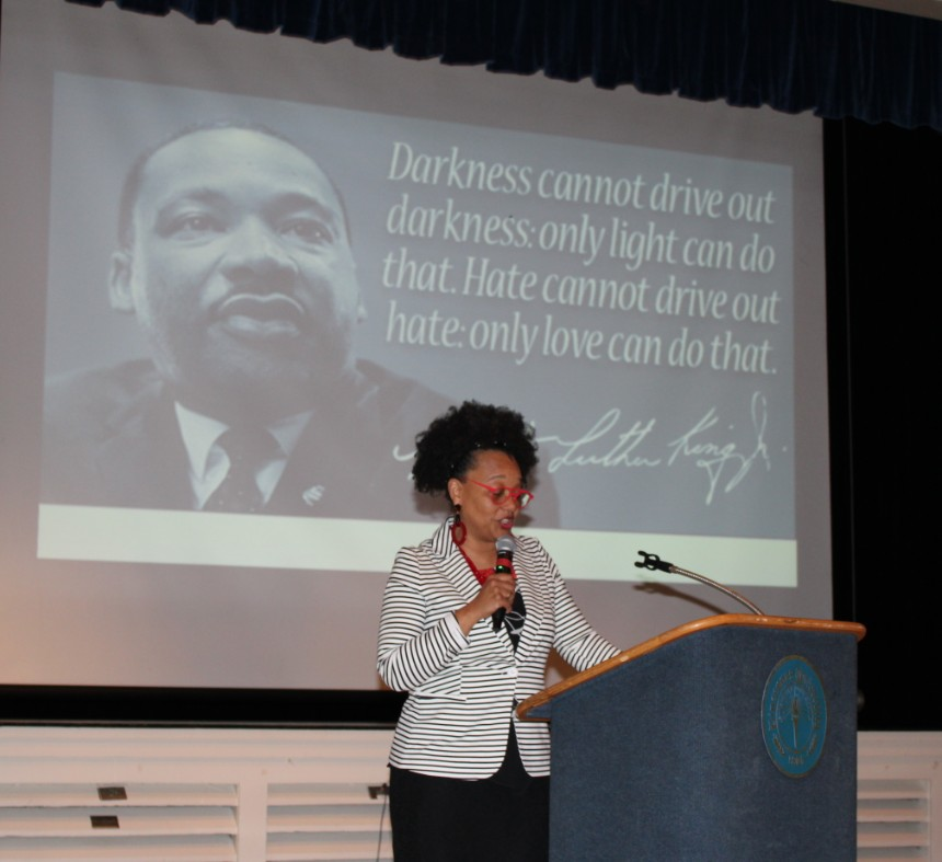 A+keynote+speaker+addresses+the+crowd+during+the+MLK+Banquet.